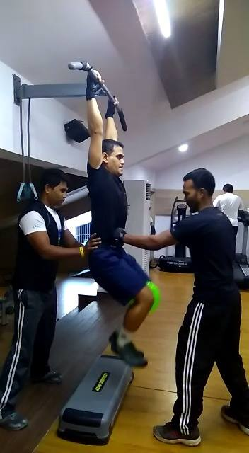 Knee lifting Abs workout At MGM Sports Club & Stadium Gym Conducted by the trainers....