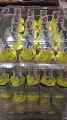 120 Cupcakes para Cumpleaños/Bautizo. 60 de vainilla y 60 de chocolate. Cotizaciónes sin compromiso! Mándanos inbox :)