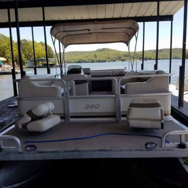 We have a 2003, 24 foot Pontoon boat available to rent by the day when you stay at Kon Tiki Resort.