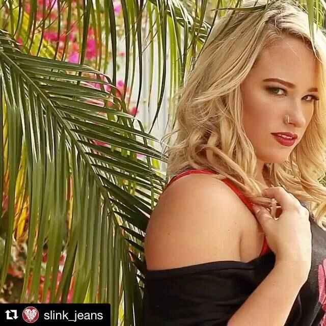 #Repost @slink_jeans with @repostapp・・・🙏🏻LOVE your BODY🙏🏻 @ashleyv_muah classic beach waves on the gorgeous @alyssaalexa...