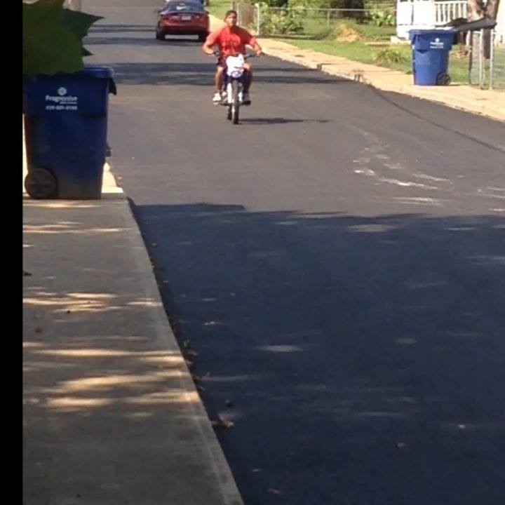 @avery934  breaking in the fresh pavement! He blamed his old group of friends the @streetfighterz... 😂#wheelies #dirtbik...